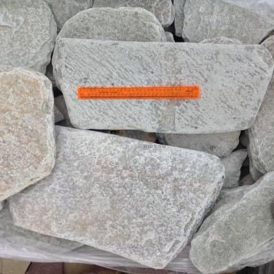 Галтованный камень златолит салатовый