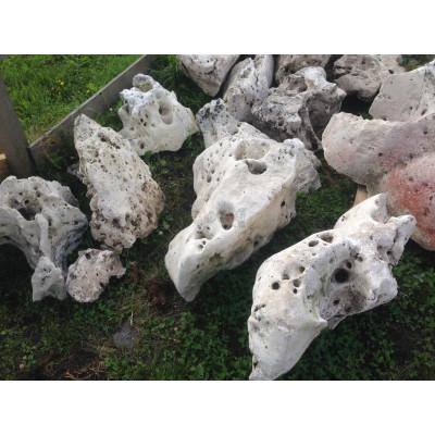 Природный камень валун Эльбрус (выветренный известняк)